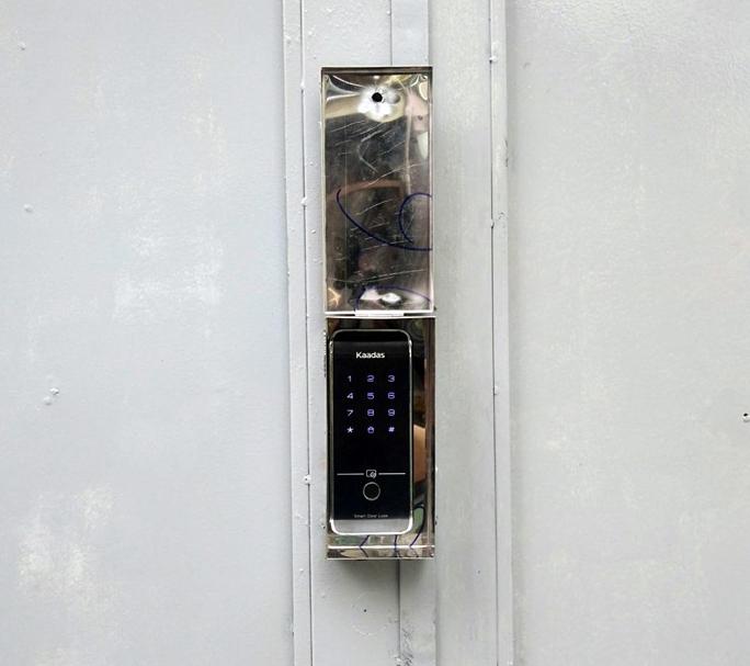 khóa cửa vân tay ngoài trời