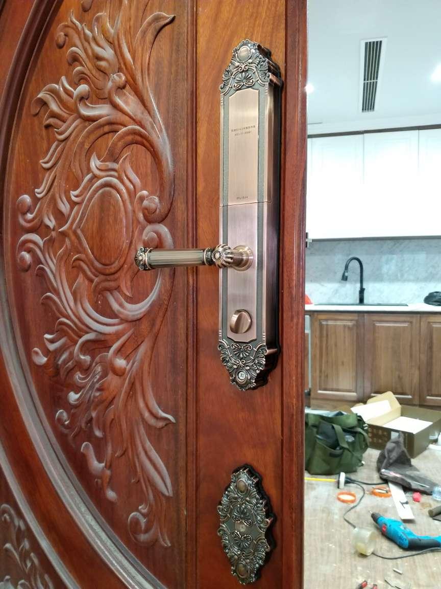 khoá cửa cổng bằng vân tay