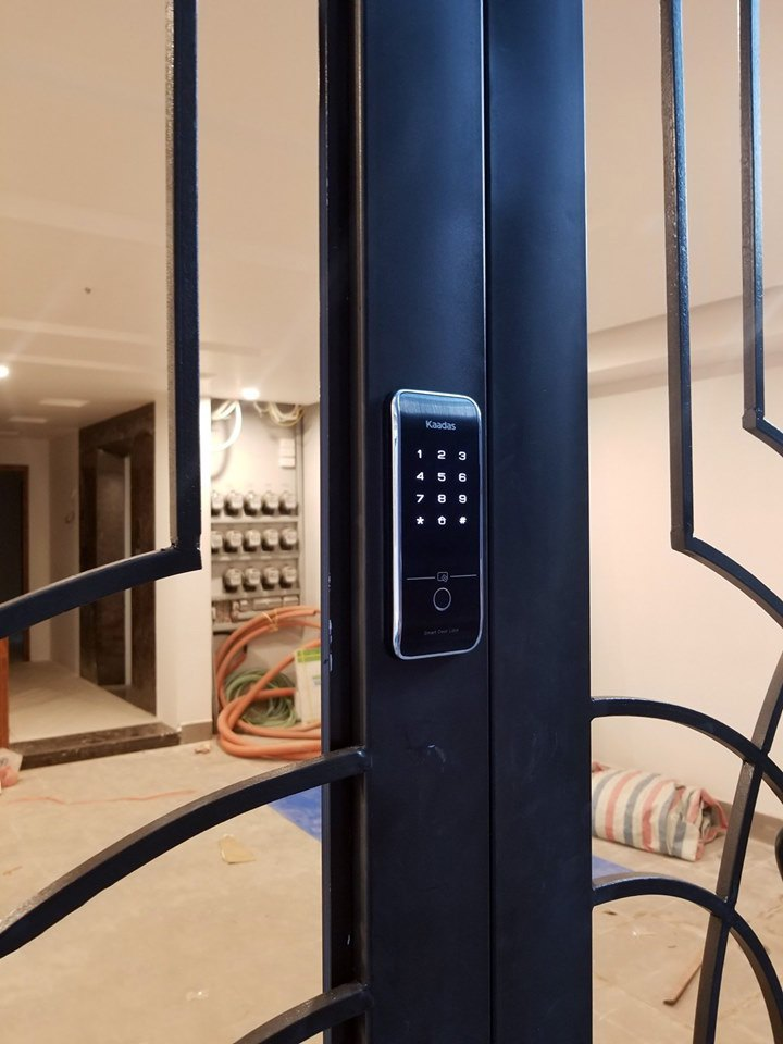 khóa cửa cổng bằng vân tay