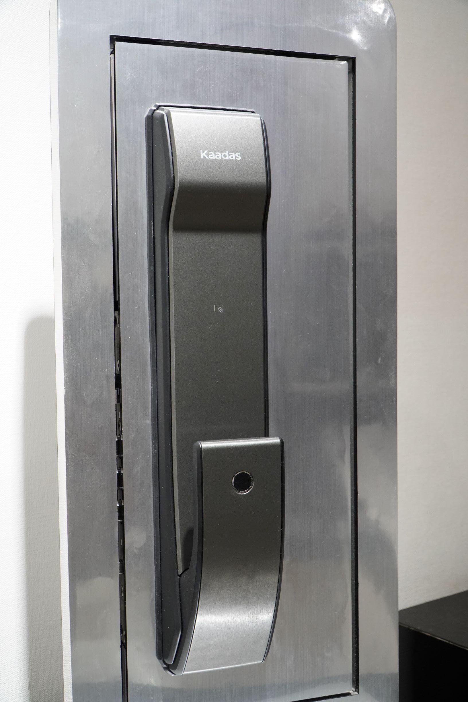 khóa vân tay dành cho cửa sắt